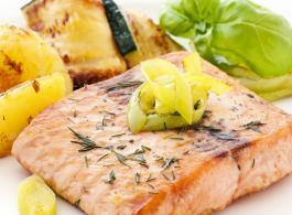 salmon fillet on leeks_1440x770.jpg
